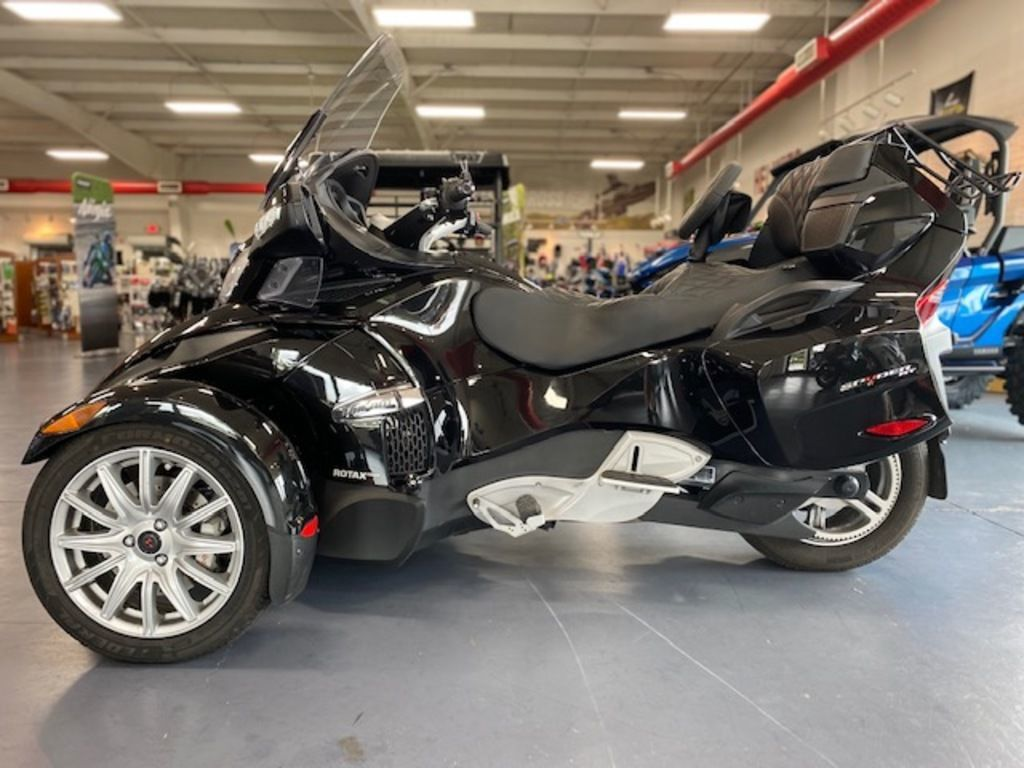 Photo Used 2016 Can-Am Trike Motorcycle  $16999