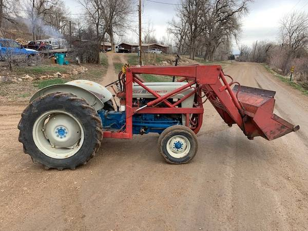 Photo 1954 Ford 800 series tractor - $4500 (Laporte)