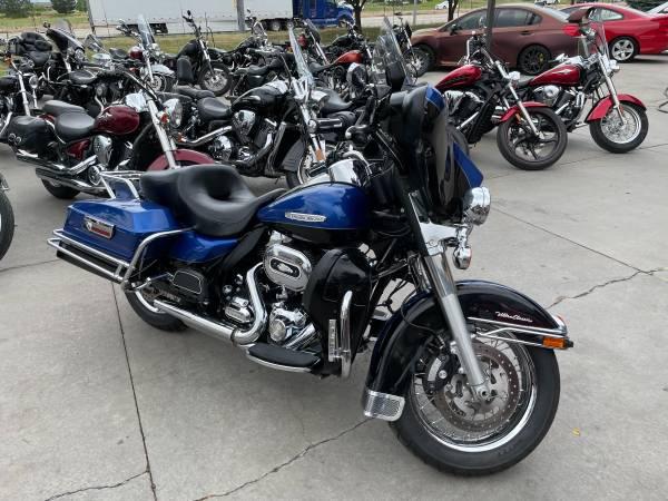 Photo 2010 Harley Davidson FLHTCU Electra Glide Ultra Classic - $9,999 (Loveland, CO)
