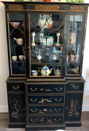 Photo Asian Inspired-Breakfront Hutch with glass doors - $300 (Fort Collins)