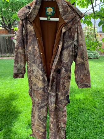 Photo Cabelas mens hunting coveralls - $99 (Loveland co)
