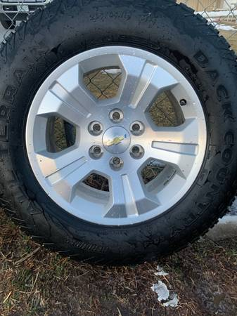 Photo Chevy wheels and tires 18 - $800 (La Salle)