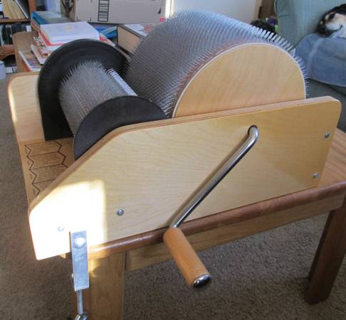 Photo Classic Louet drum carder, like new - $425 (Fort Collins)