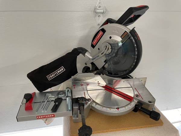 Photo Craftsman Sears 10quot Compound Miter Saw - $224 (Fort Collins, Co)