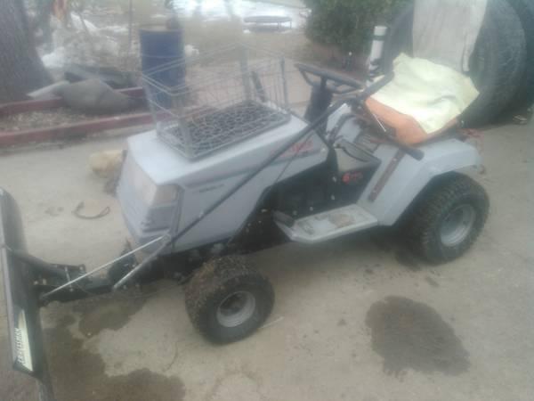 Photo Craftsman riding lawnmower - $400 (Berthoud)