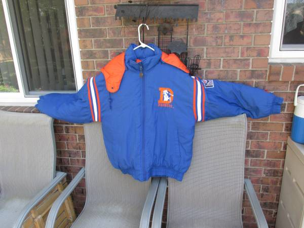 Photo Denver Broncos Pro Player NFL Experience (Lg) Removable Hooded Coat - $50 (LOVELAND)