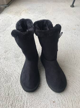 Photo Kids Faux Uggs boots black - $8 (Loveland)