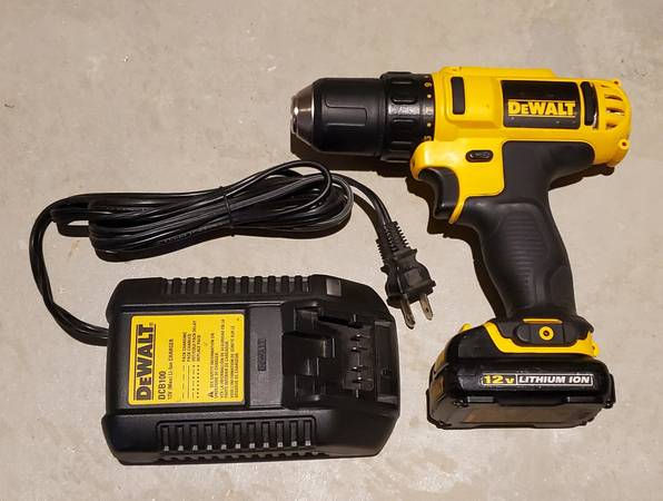 Photo Like New 38quot Dewalt 12V MAX Cordless Drill Driver wBattery  Charger - $95 (Loveland)