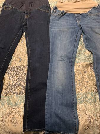 Photo Medium Old Navy maternity jeans - $6 (Fort Collins)