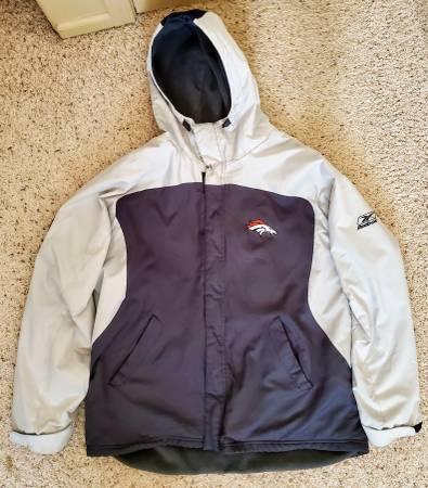 Photo Men39s Reebok Denver Broncos Storm Midweight Hooded Jacket XXL 2XL - $65 (Loveland)