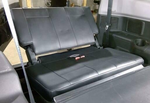 Photo Mitsubishi Montero 3rd row black leather seats - $60 (SW Ft. Collins)