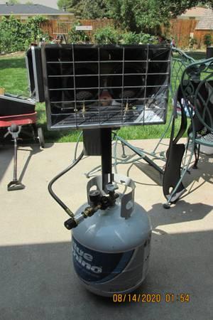 Photo Mr. Heater 30,000 BTU Stainless Steel Propane Gas Double Tank Top Heat - $70 (Loveland)