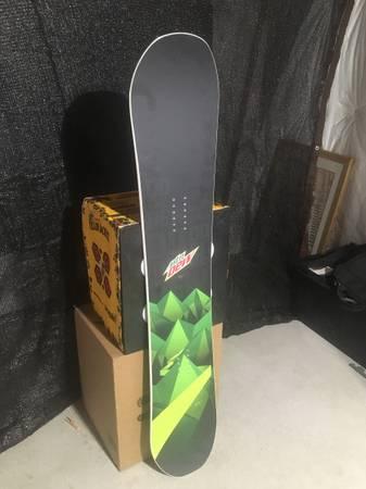 Photo Never Summer Mountain Dew Snowboard - $300 (Milliken)