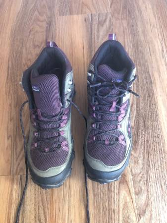 Photo Patagonia Womens Performance Shoes - $20 (Fort Collins)