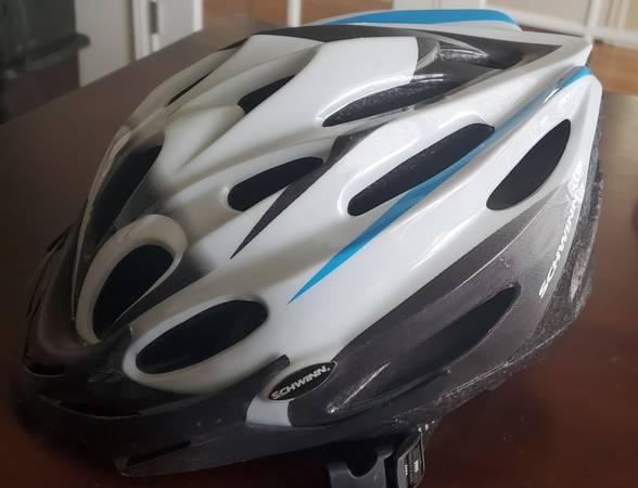 Photo Schwinn Traveler Bicycle Adult Helmet - $20 (Fort Collins)