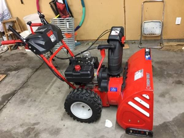 Photo Snow Thrower Two-Stage - $700 (Fort Collins)