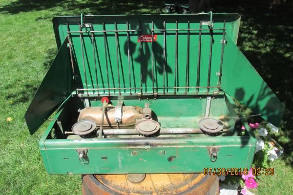 Photo Vintage Coleman 3 burner gas c stove 426B 195039s - $60 (Loveland)