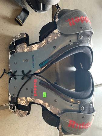 Photo Youth Shoulder Pads - $1 (Eaton)