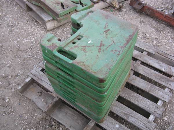 Photo 12 John Deere suitcase weights (thins) - $90 (Aurelia)