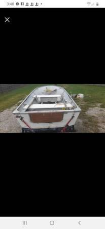 Photo 12 ft fiberglass v-bottom boat - $500 (Des Moines)