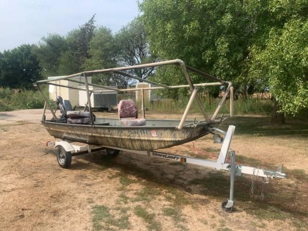 Photo 14 alumacraft Jon boat with duck blind w5hp - $900 (Sac City)