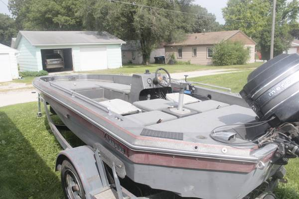 Photo 1983 Chion Bass Boat - $3000 (Fort Dodge)