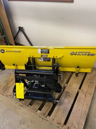 Photo 2020 John Deere 54 Blade and quick hitch for X700 series never used - $1,375 (Newton)