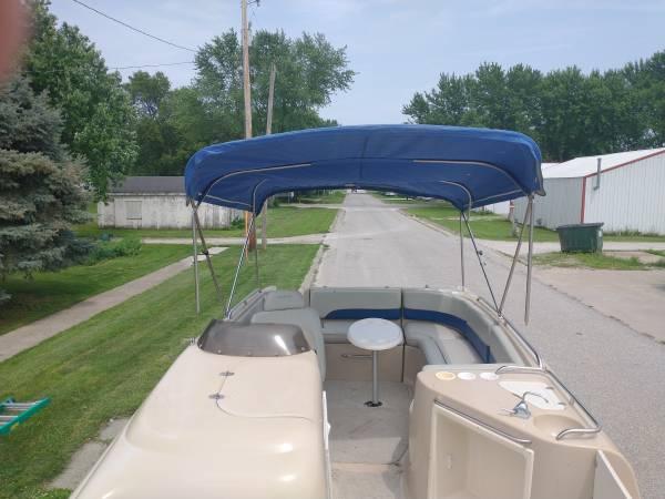Photo 2439 Crownline Deck Boat for sale - $18,000 (Eddyville)
