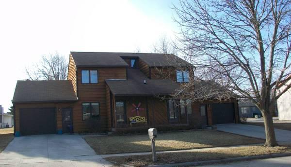Photo $950 2br- Duplex near middle school  water park (Knollcrest)