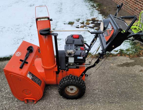 Photo Ariens 27quot Deluxe Snow Blower with electric start - $650 (Fort Ddoge)