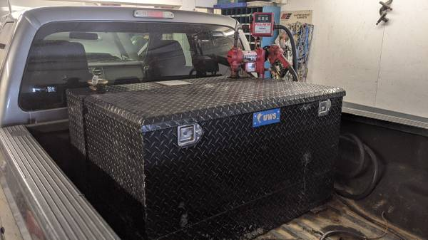 Photo Black diamond plate L shaped fuel tank with pump and tool box - $850 (Sioux City)