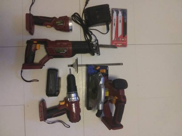 Photo Chicago Electric 18 V Cordless Set - $100 (South Sioux City)