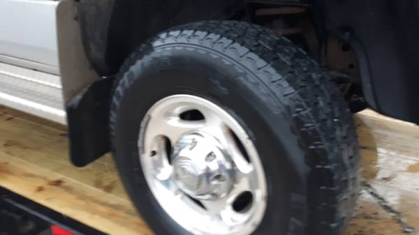 Photo Dodge Ram 8 Lug bolt 16 inch Wheels tires rims Aluminum 2500 3500 - $375 (nw iowa)
