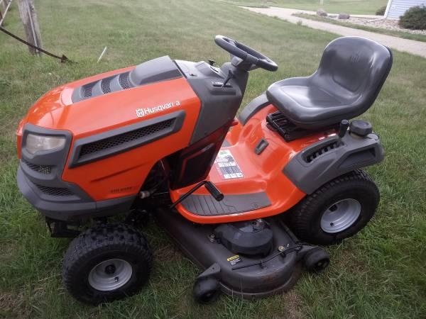 Photo Husqvarna Riding Lawn Mower YTH 2348 - $850 (Milford, IA)