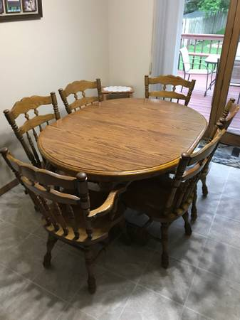 Photo Oak Dining Table and Chairs - $250 (Fort Dodge)