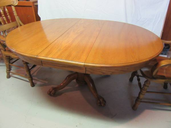 Photo Oak Dining Table with 6 sturdy chairs - $100 (Algona)