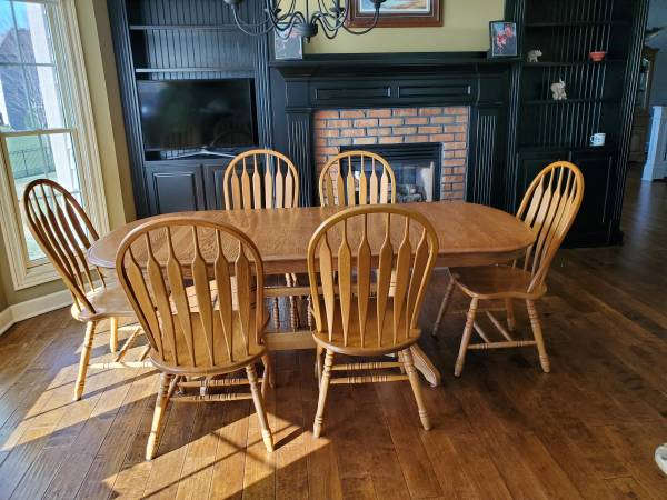 Photo Oak kitchen table with 6 oak chairs - $500 (Ankeny)
