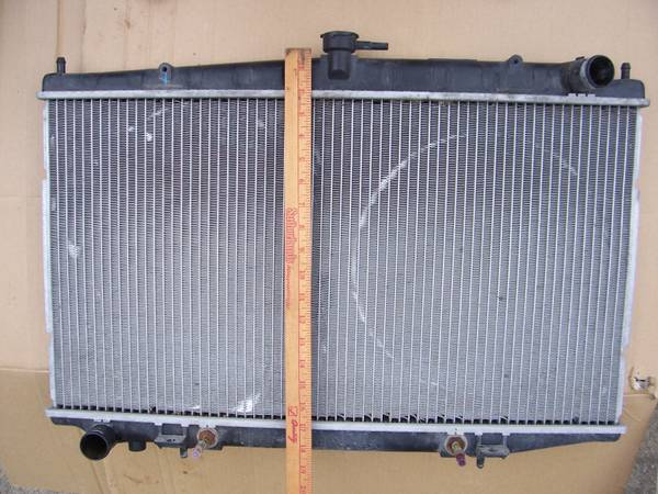 Photo RADIATOR Nissan Altima 1993-2000 2.4L 4 Cyl. Aluminum. 28 Inch Wide - $30 (West of Drake Univ., Des Moines)