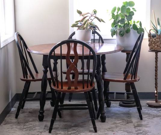 Photo Rustic style drop leaf table - $300 (Webster City)