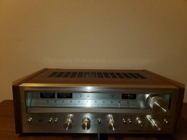 Photo Vintage Pioneer Stereo (Receiver and Speakers) - $375 (Hilltop mankato)