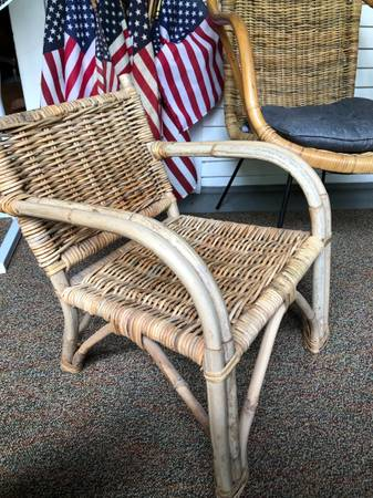Photo Vintage rattan wood toddler kids chair - $25 (Rockwell city)