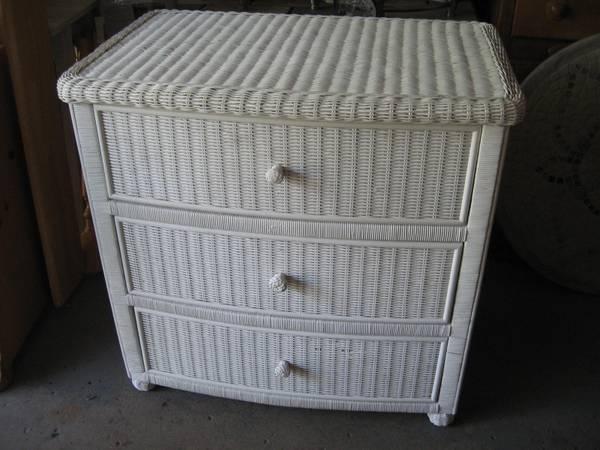Photo Wicker dresser with 3 drawers white - $120 (West Des Moines)