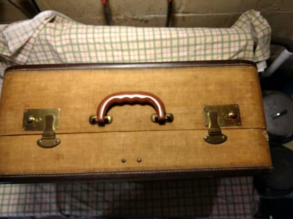 Photo luggage vintage suitcase - $10 (Webster City)