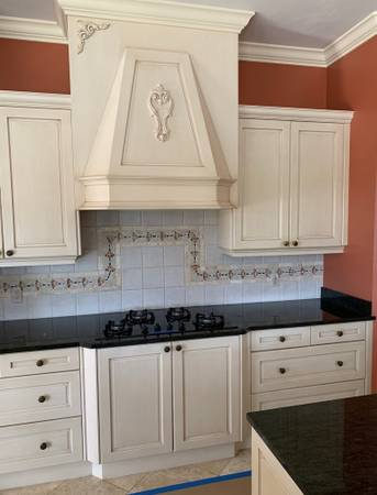 Photo 12 Pc. Antique White Kitchen Cabinet Set - Vent Hood Cover 15 Drawers - $949 (Bonita Springs)