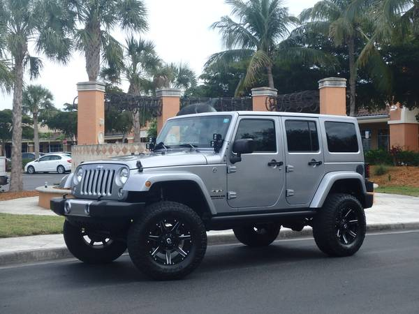 Photo 16 JEEP WRANGLER UNLIMITED SAHARA BLACK TIE EDITION 16K MILES LOADED - $35900 (FT MYERS)