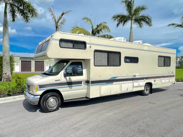 Photo 1995 Tioga by Fleetwood 29 foot class C - $9,500 (Labelle)