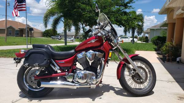 Photo 2006 Suzuki Boulevard S83 - $2,500 (CAPE CORAL)