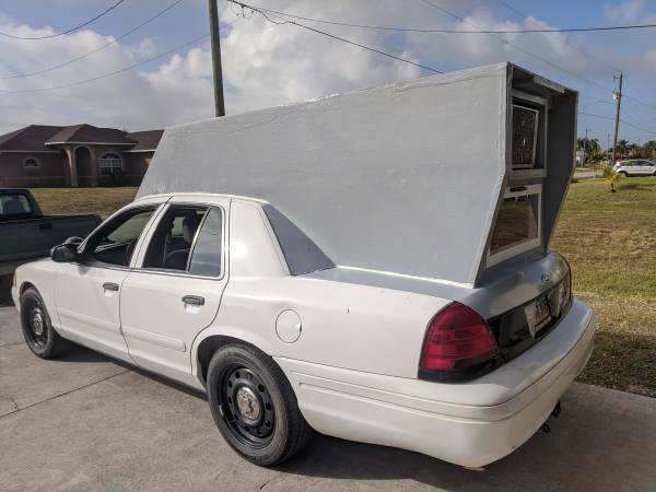 Photo 2008 Ford Crown Vic P71 CAMPER CAR Mini RV Conversion 153k Cold Air - $3200 (Lehigh Acres FL)