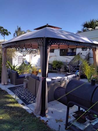 Photo 2010 Springdale 30 ft 5th wheel (Beach Cottage on RV lot) - $19,500 (Fort Myers Beach RV Resort)