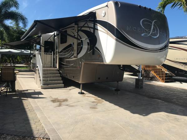 Photo 2016 Mobile Suite Bath and 12 - $80,000 (Fort Myers)